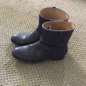 Frye boots, size 6. Moderately used. Very comfy!